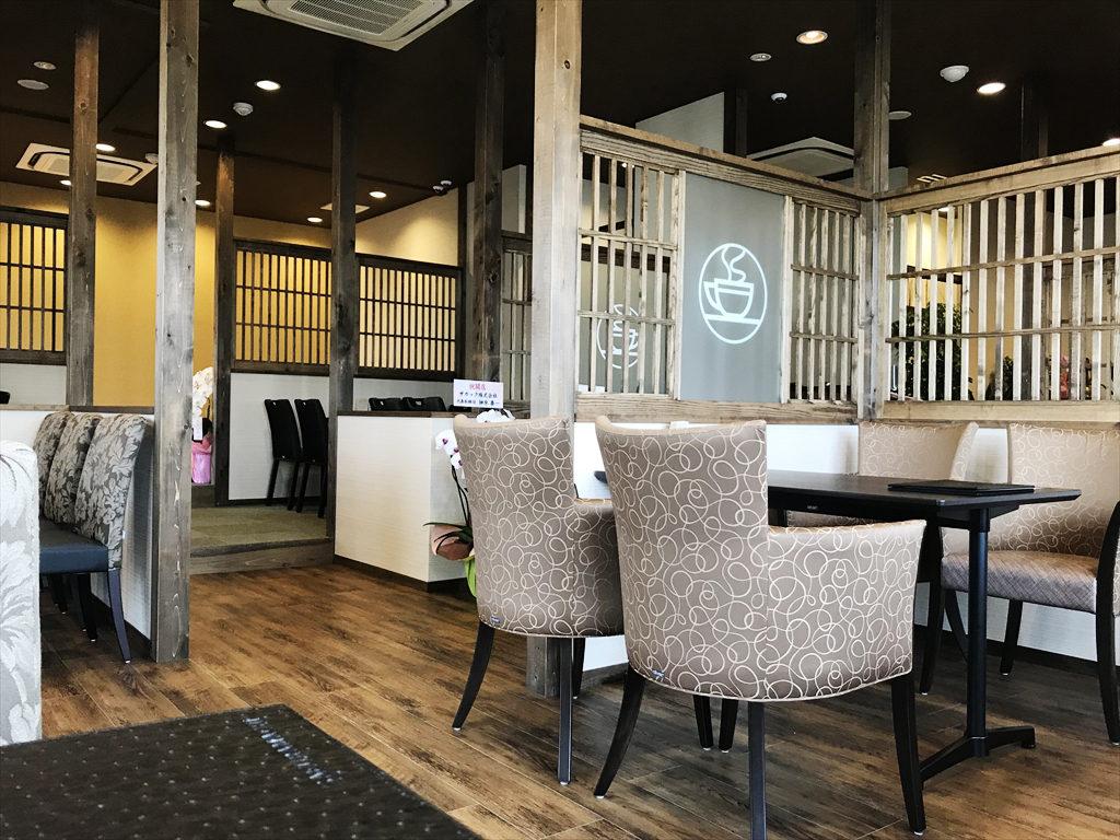 桜町茶房の店内